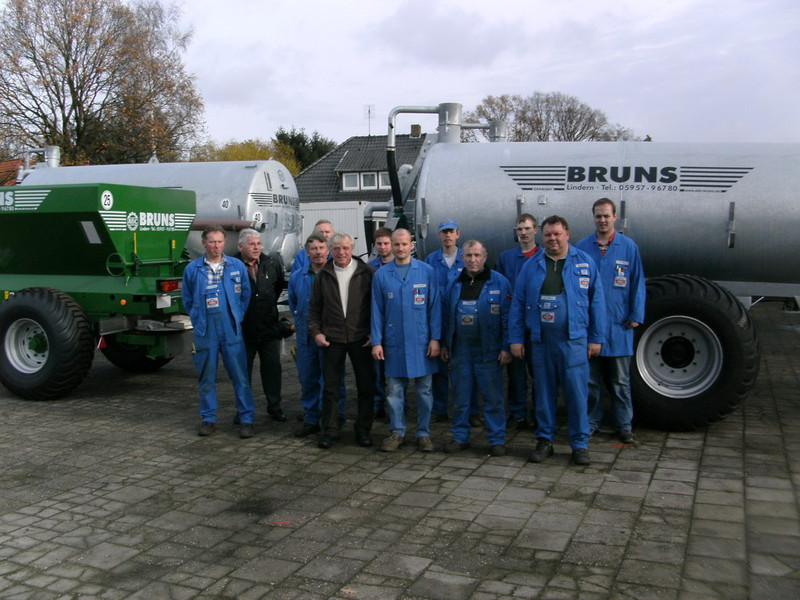 Team Lindern Sales manager and workers: (far left) L. Horstmann, product manager for cutting unit carriages and second plant manger L.Bohmann. 2nd from right: B. Holtaus, product manager for liquid manure equipment